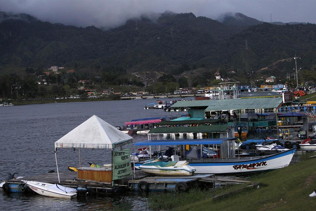 Dozens Missing After Tourist Boat Sinks In Colombia Am