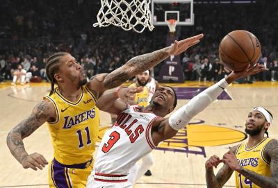 Ball scores 19 as Lakers deal Bulls eighth straight loss | 98.9 FM The ANSWER - Columbus, OH