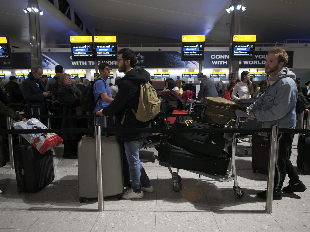 Drap New York London S Heathrow Briefly Halts Flights Due To Drone Report Am