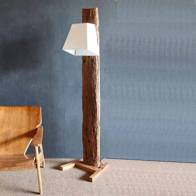 Stehlampe Holz Design Latest Eiche Ast Stehlampe Altholz Modern Lampe Aus Treibholz Affordable Treibholz Stehlampe Treib Steh
