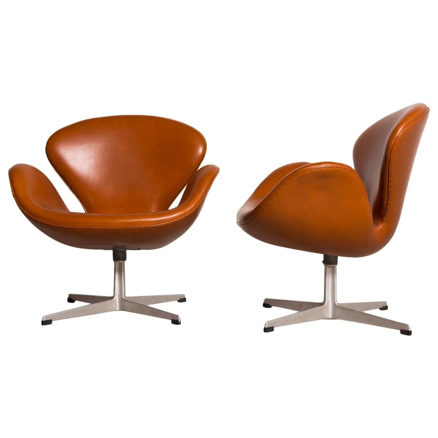 Early Arne Jacobsen Swan Chairs For Fritz Hansen The Exchange Int