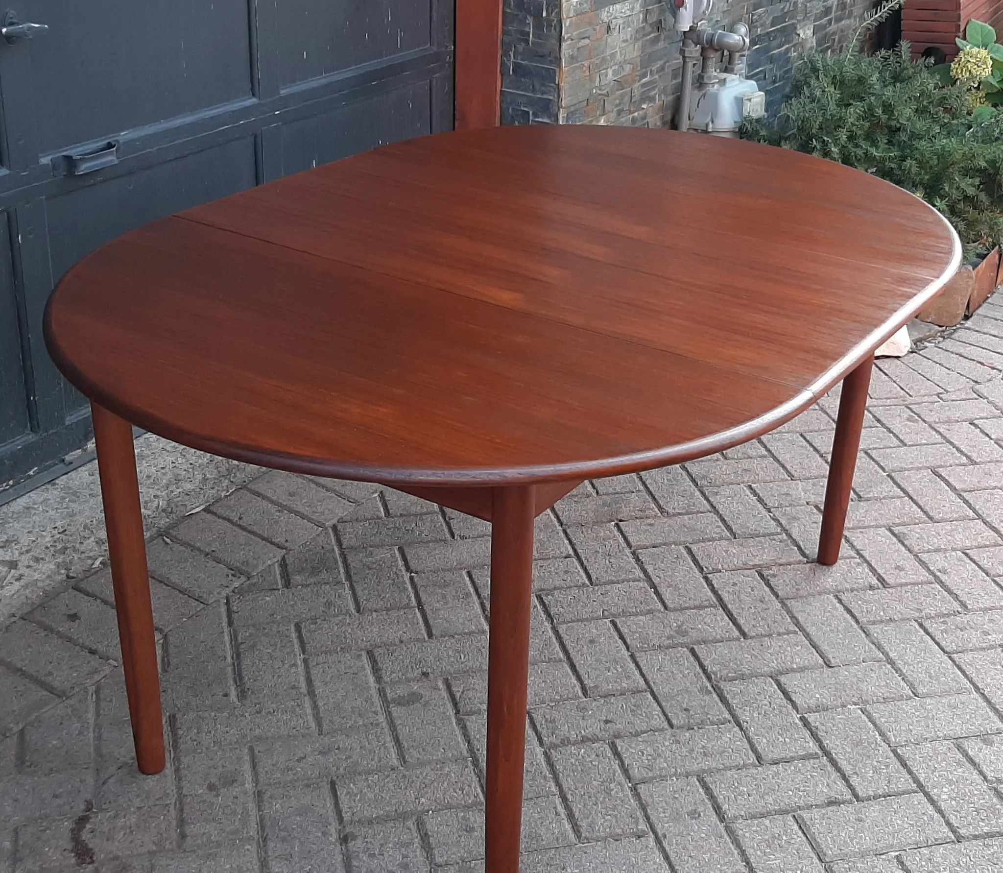 Refinished Danish Mcm Teak Table Round To Oval W 1 Leaf 41 5
