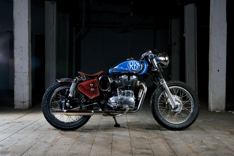 Wallpaper Engine Blue On The Beach Girl Royal Enfield Beach Bobber Motorcycle Motovida Kelowna