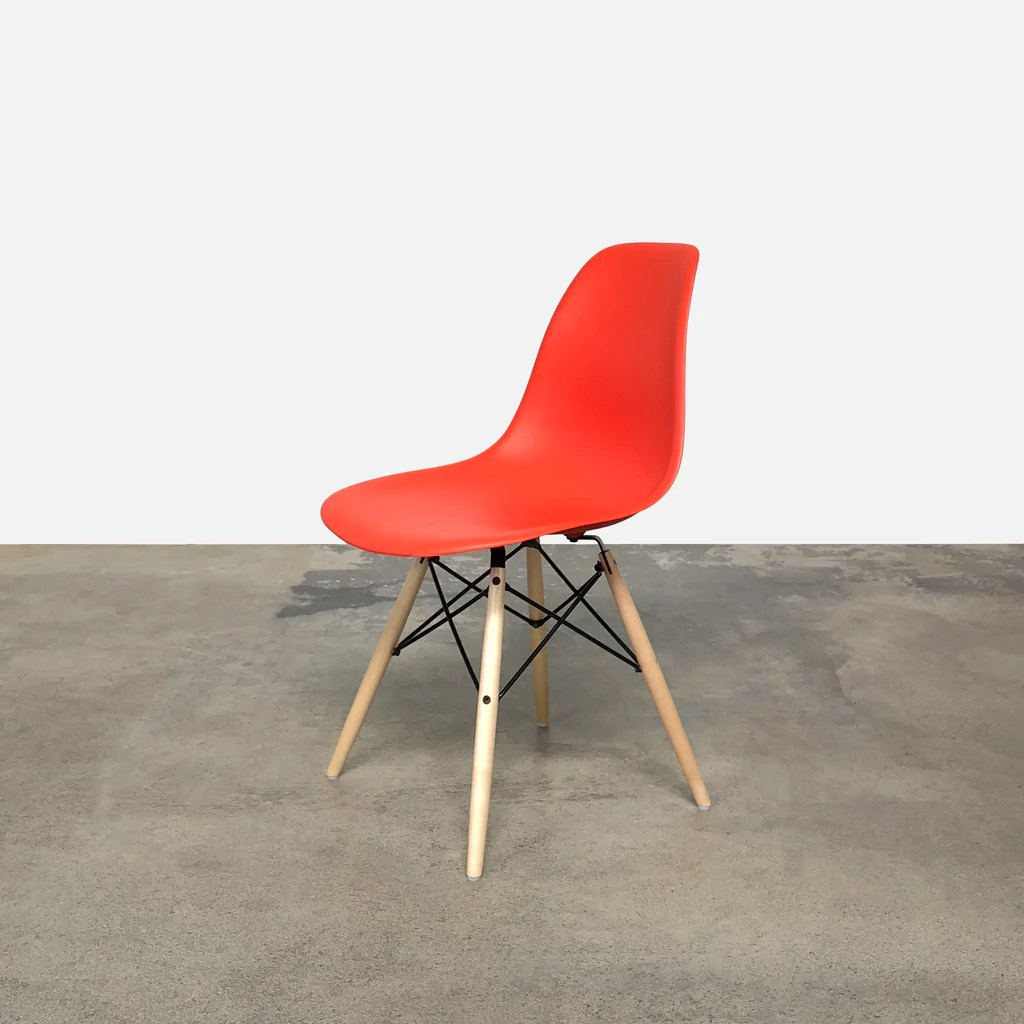 Eames Chair Base Eames Molded Plastic Side Chair With Dowel Base 2 In Stock