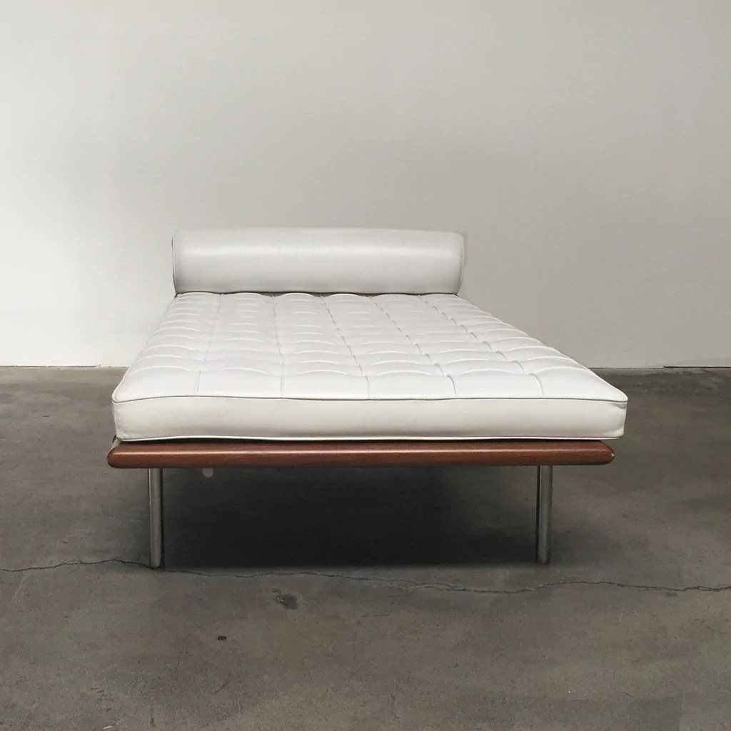 Barcelona Daybed White Knoll Barcelona Daybed Los Angeles Consignment Modern Resale