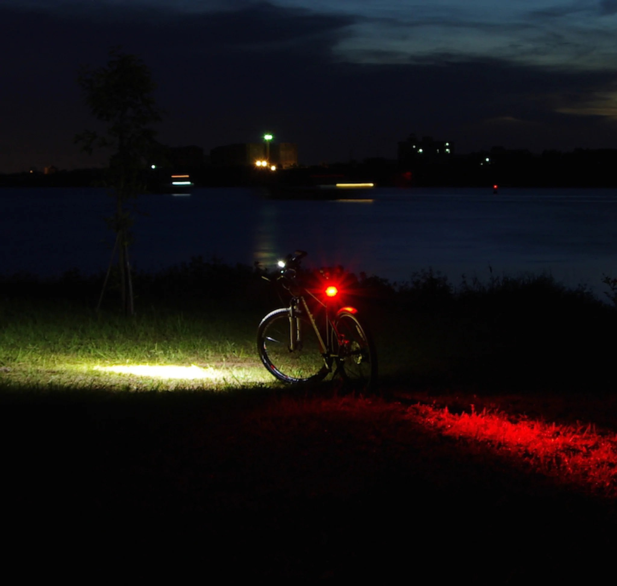 200 Lumen Night Provision Nipro R1 V2 200 Lumen Usb Rechargeable Rear Bicycle Tail Light