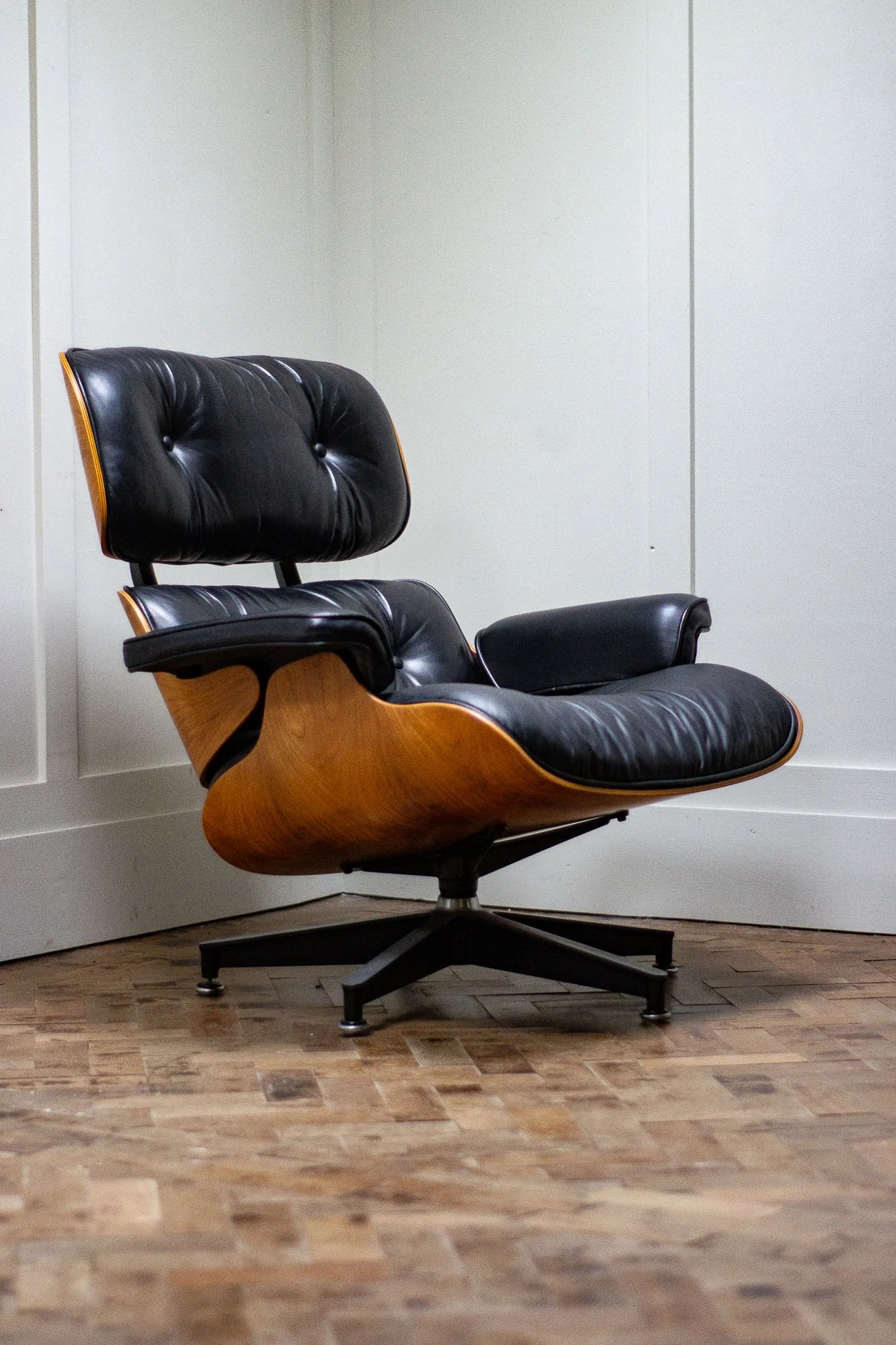 Charles Eames Lounge Chair Original Charles & Ray Eames Lounge Chair By Herman Miller - Alexandervanwall