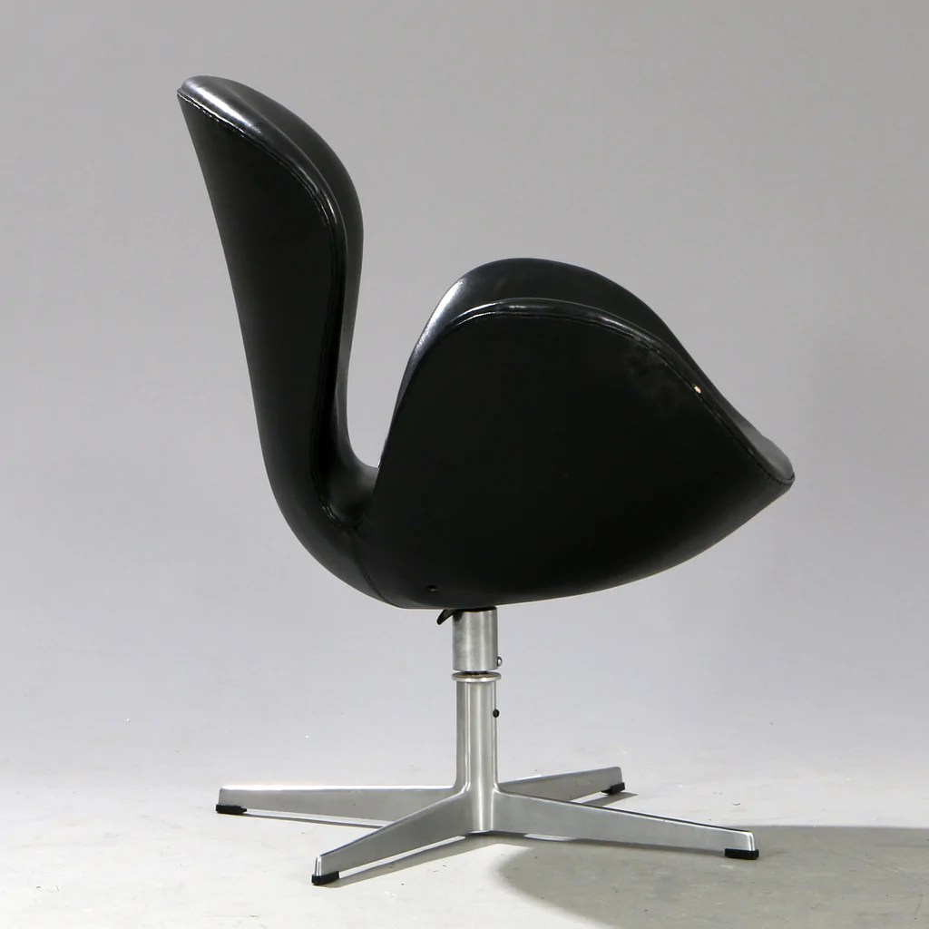 Arne Jacobsen Swan Chair Original Arne Jacobsen Swan Chair In Black Leather ...