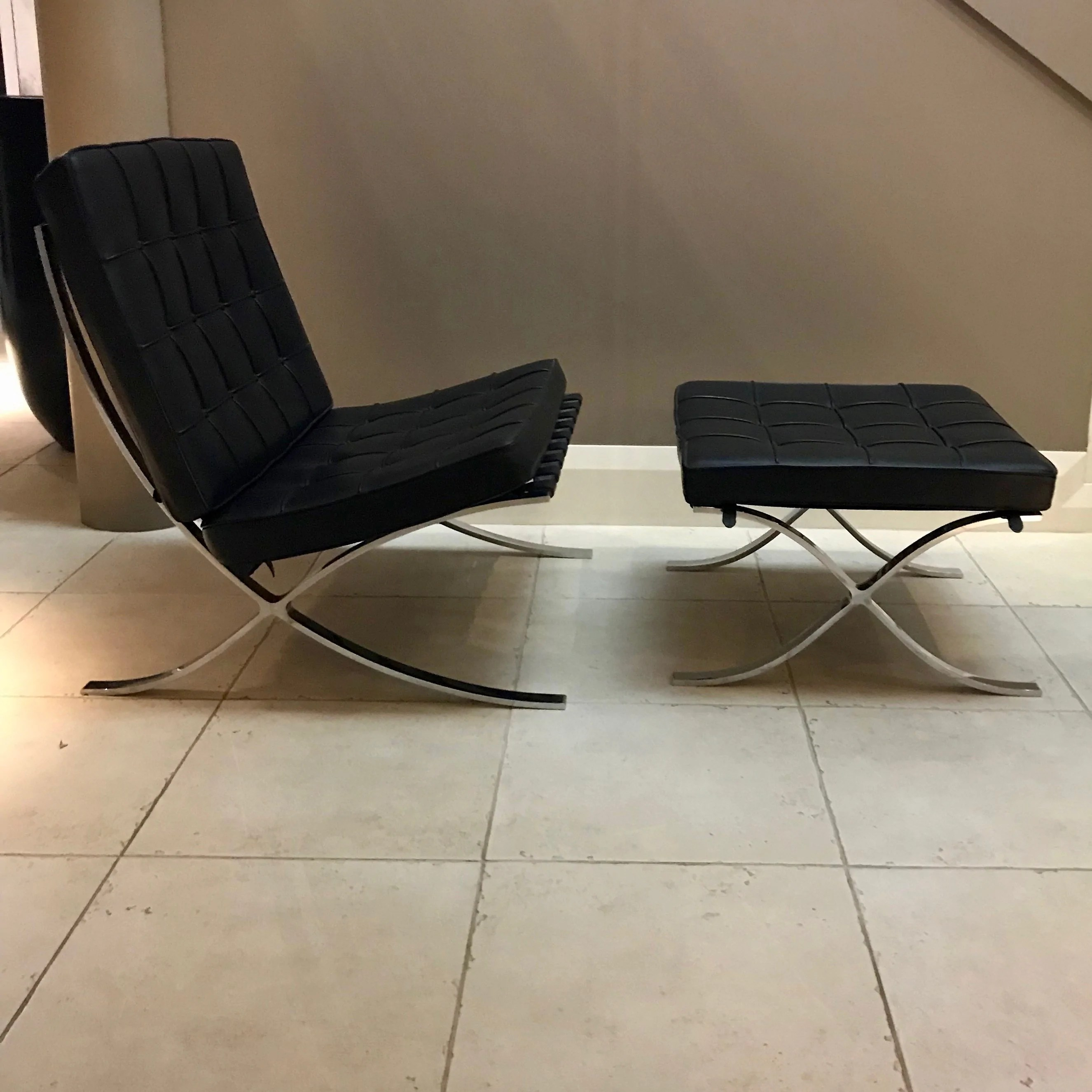 Barcelona Sessel Knoll Barcelona Chair With Footstool By Ludwig Mies Van Der Rohe For Knoll