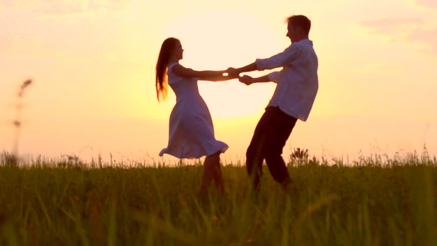 Cute Couples Holding Hands Wallpapers Romantic Young Couple Silhouette Dancing On The Meadow