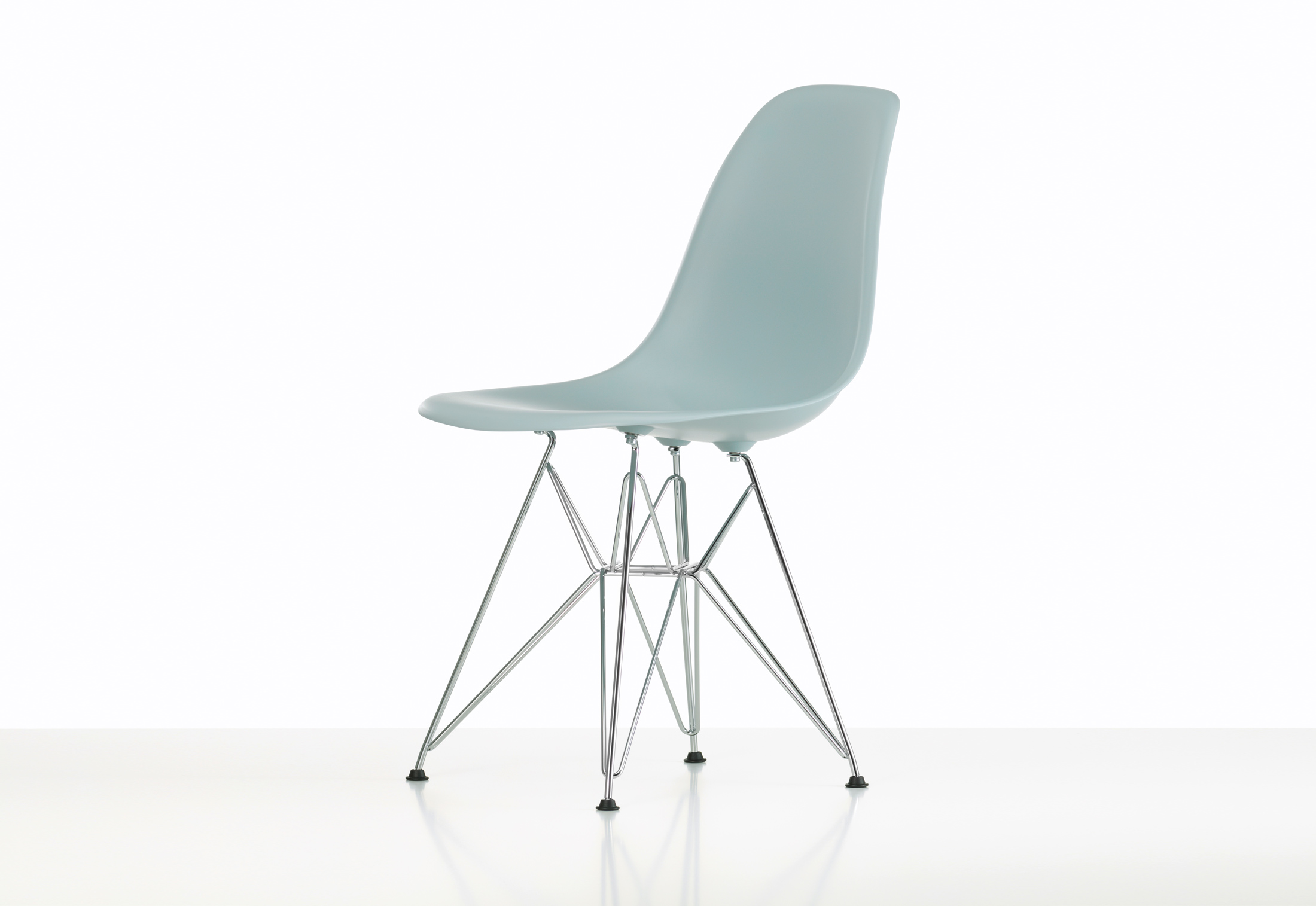 Eames Plastic Chair Eames Plastic Side Chair Dsr By Vitra Stylepark