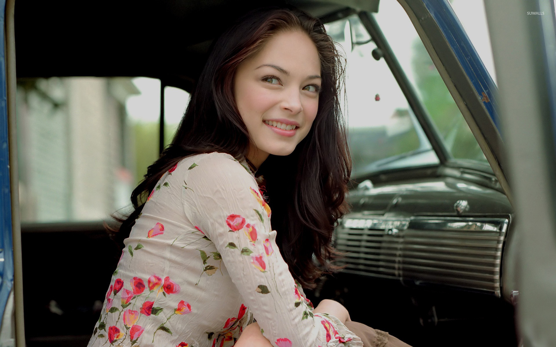 Pursuit Of Happiness Hd Wallpapers With Quotes Kristin Kreuk 17 Wallpaper Celebrity Wallpapers 6496