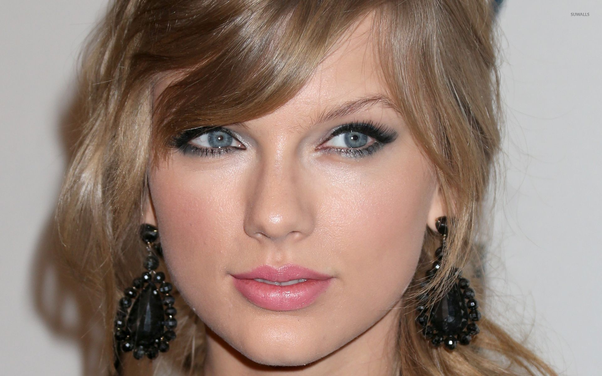 Taylor Swift 1989 Quotes Wallpaper Taylor Swift With Black Earrings Wallpaper Celebrity