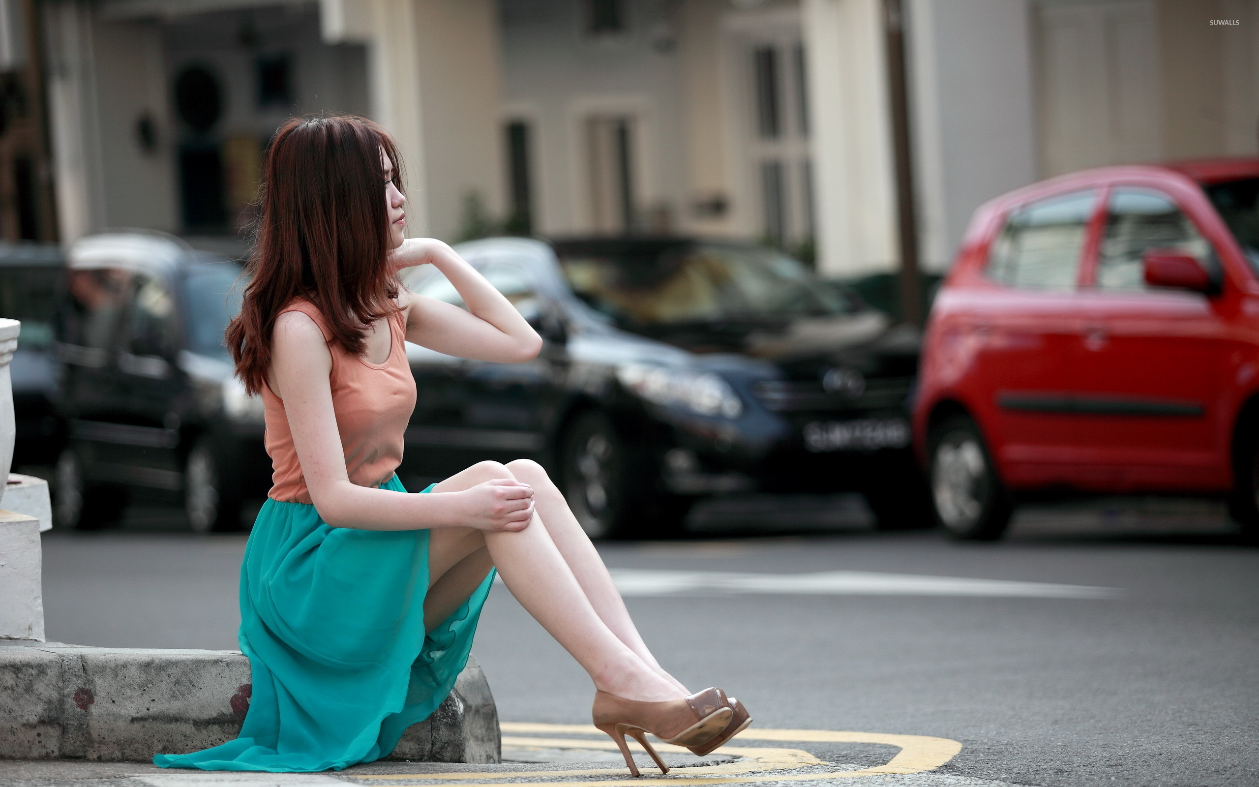 A Girl Sitting Alone Wallpapers Model Sitting On The Sidewalk Wallpaper Girl Wallpapers
