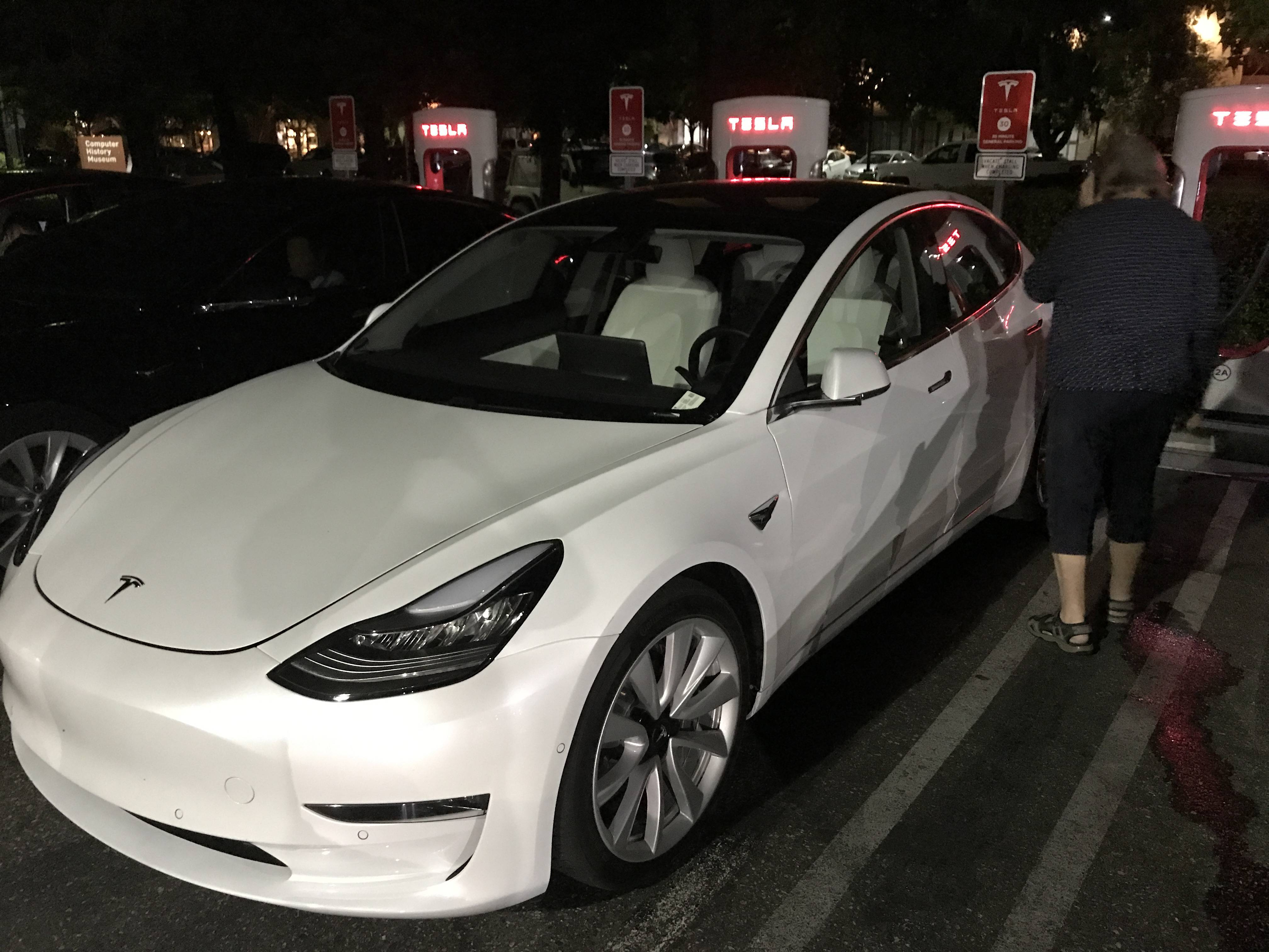 Tesla Model Y Interieur Tesla Model 3 With White Interior Option Spotted Ahead Of Fall