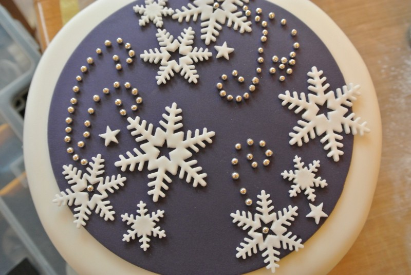 Purple amp snowflakes christmas cake baking recipes and tutorials