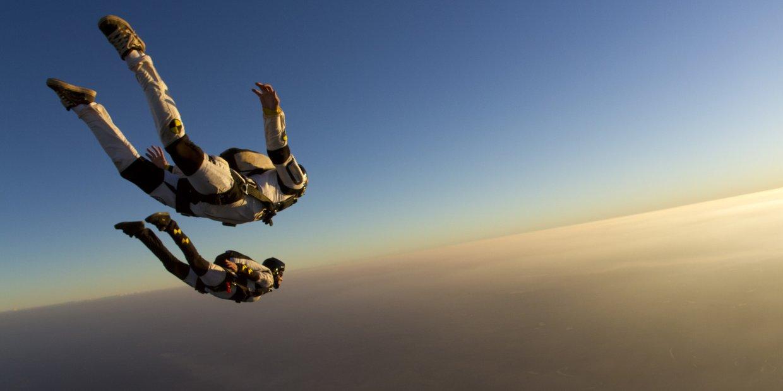 Girl Falling Through The Air Wallpaper Skydiving Thinglink