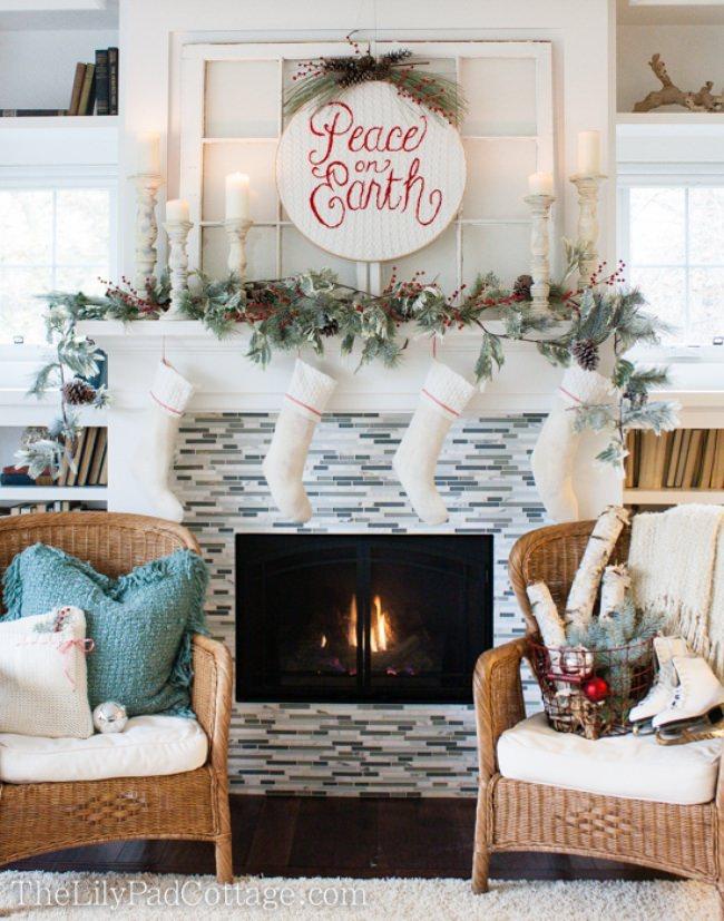 18 Christmas Mantel Decorating Ideas {home decor} Tip Junkie - christmas mantel decor