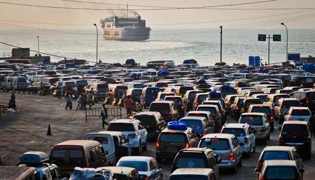 Harga Beras Per September 2013 Beras Di Indonesia Produksi Konsumsi Indonesia Antrean Kendaraan Pemudik Lebaran Yang Akan Menyeberang Dengan Kapal