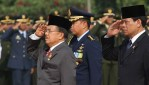 Wakil Presiden Jusuf Kalla Kiri Dan Menko Polhukam Tedjo Edi