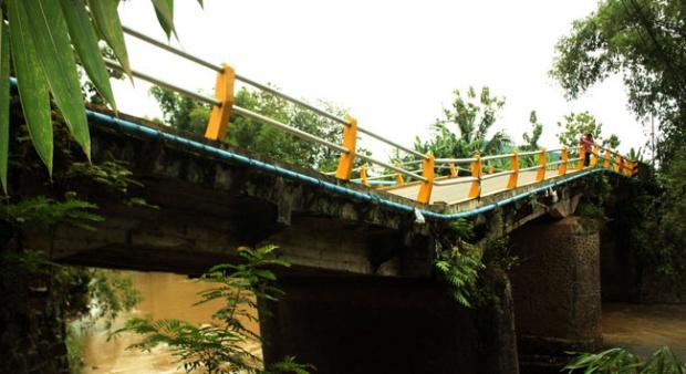 Kabar Pacitan Gua Gong Pacitan Photo Gallery By Archiaston Musamma Satu Dari Dua Pilar Jembatan Yang Menghubungkan Kabupaten Trenggalek