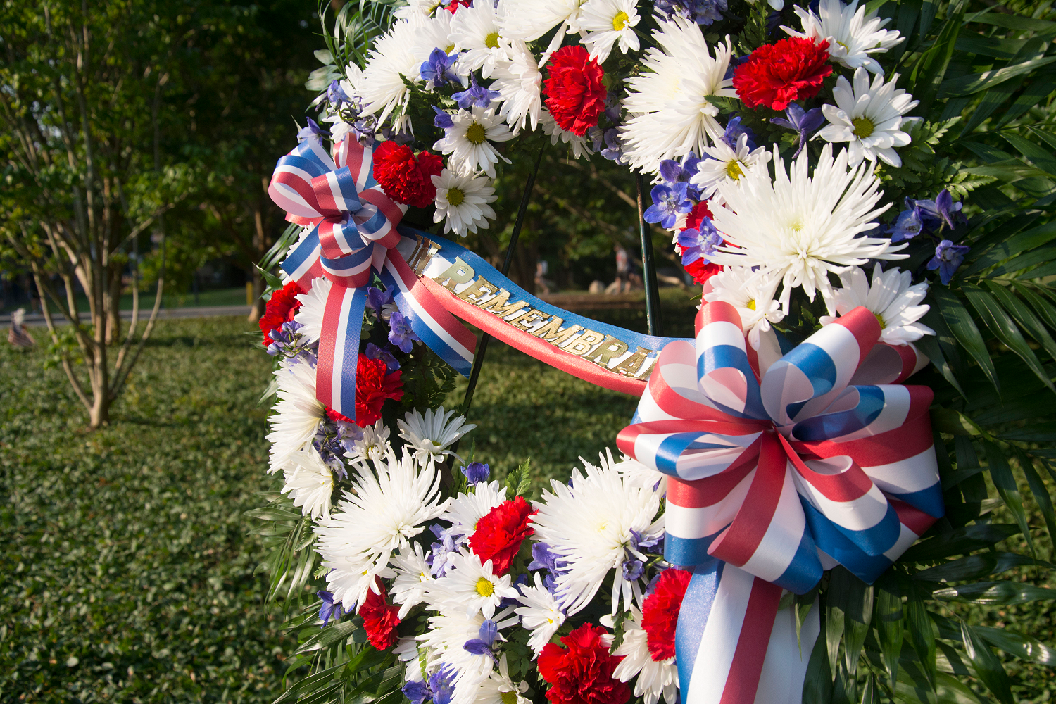 The commemoratory  wreath was moved to the remembrance grove after the school bell tolled 21 times in honor of the fallen alumni.