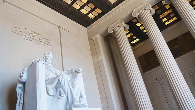 Lincoln Memorial Defaced By Vandal Travelpulse