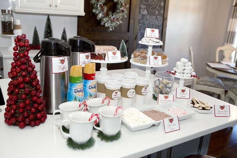 23 Ways To Decorate Your Kitchen For The Holidays - christmas kitchen decor