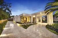 Luxury Melbourne Home with Pillared Entry and Interior ...