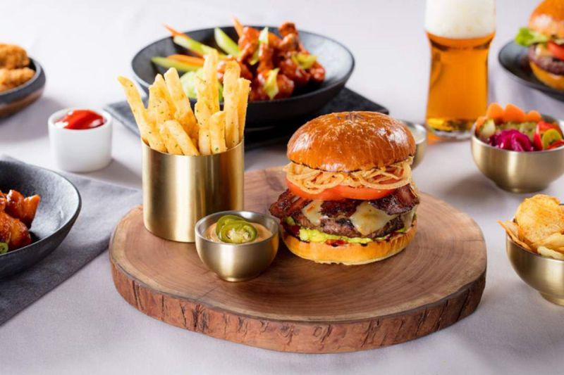 Fancy Kitchen Burger Gordon Ramsay Kitchen Meet S At Gordon Ramsay Kitchen Eater Gordon Ramsay Burger Recipe Masterchef Gordon Ramsay Burger Recipe F Word