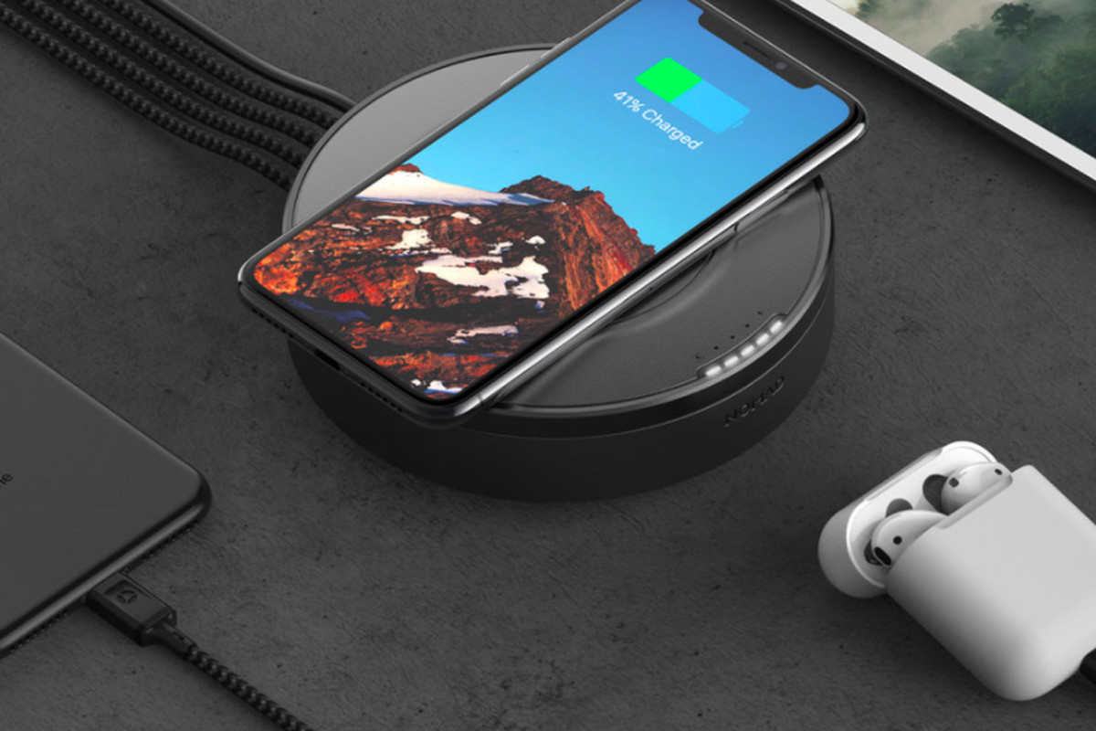 Usb Charging Hub Nomads New Wireless Charger Is Also A Four Port Usb Hub
