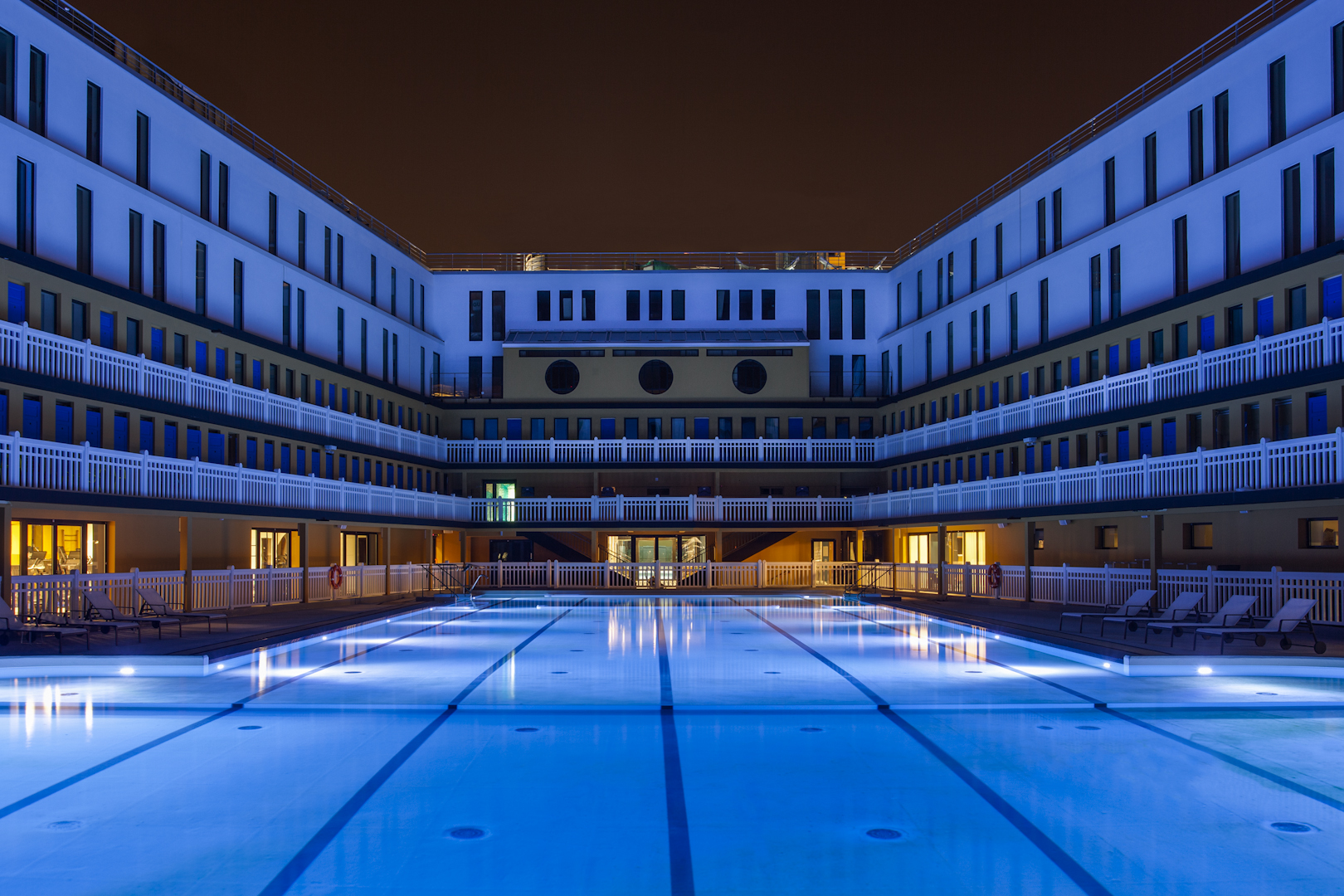Hotel Molitor Piscine Swimming In Luxury An Iconic Pool Is Reborn In Paris The Verge