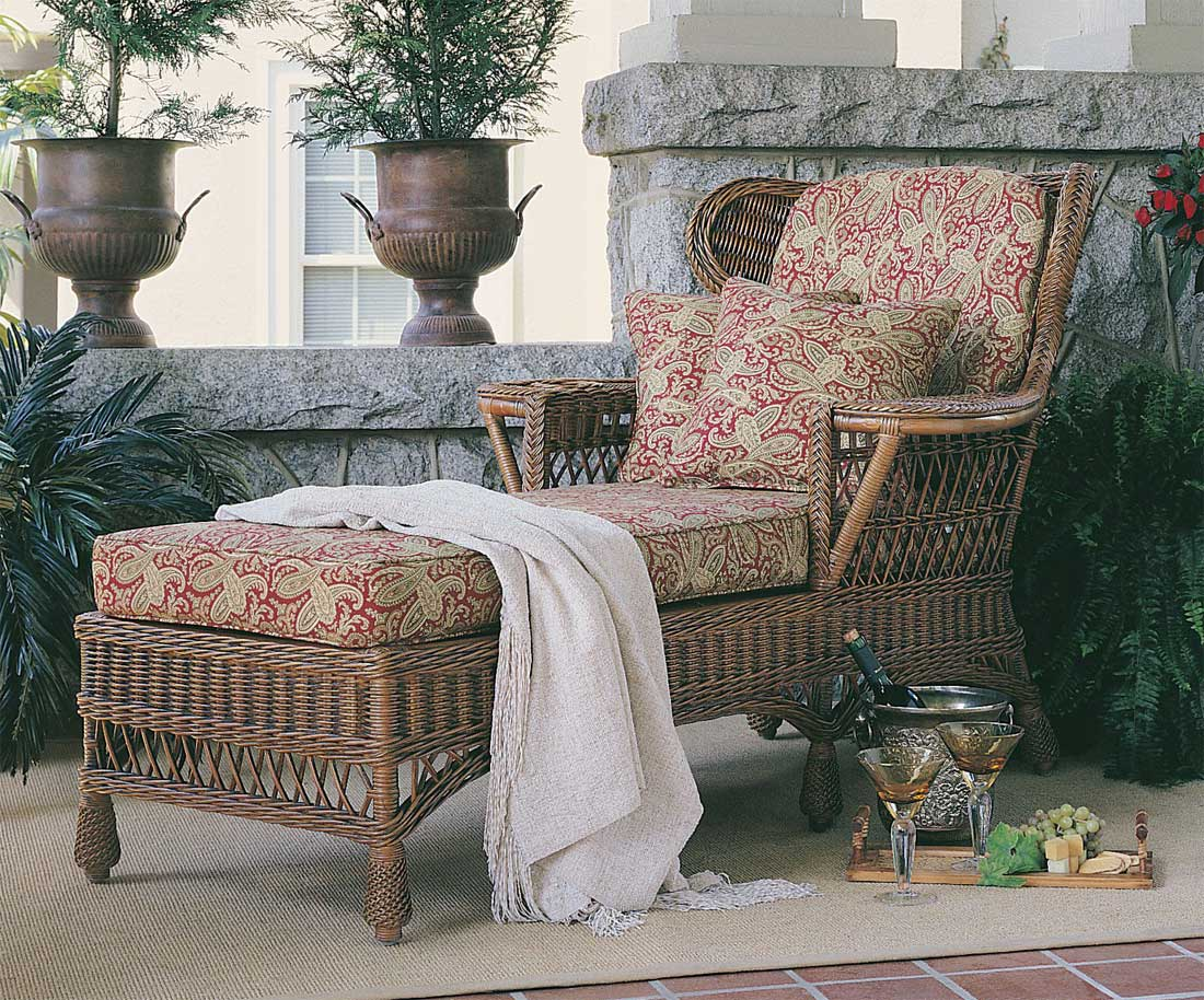 Vintage Natural Wicker Chaise Lounge