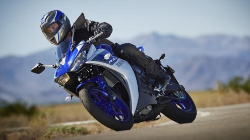 2015-Yamaha-YZF-R320-EU-Race-Blu-Action-011