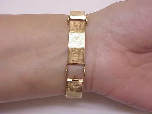 Unique Ladies Vintage 14k Solid Gold Bracelet Case Watch