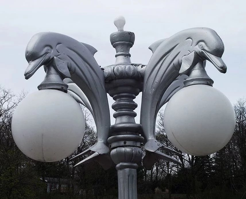 Used Silver Painted Outdoor Cast Aluminum Pole Lights With