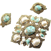 Vintage Sarah Coventry Turquoise & Gold Colored Brooch