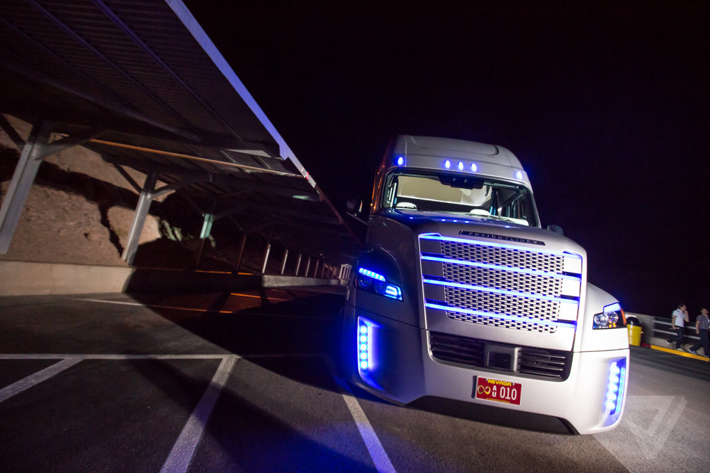 The Verge Wallpaper Iphone X This Is The First Road Legal Big Rig That Can Drive Itself
