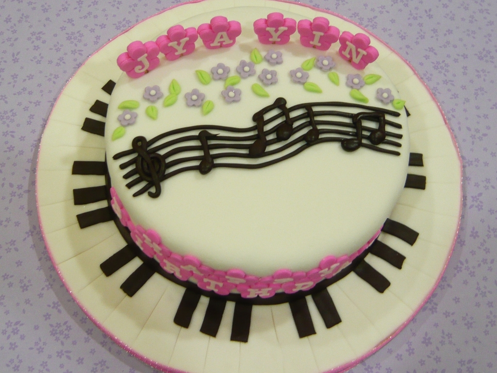 Keyboard Kuchen Musical Note And Keyboard Cake Cakecentral