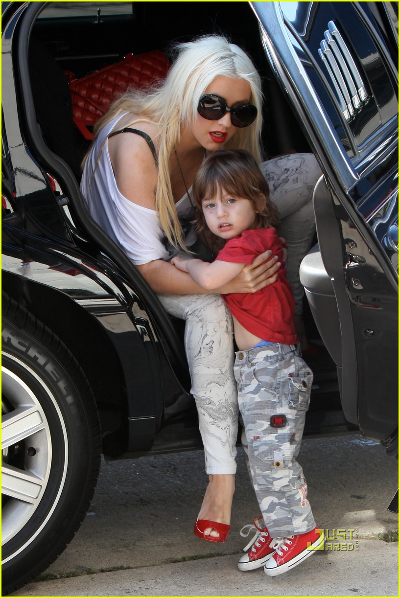 Babies R Us Hawaii Christina Aguilera Max Is A Lil Stink Bomb Photo