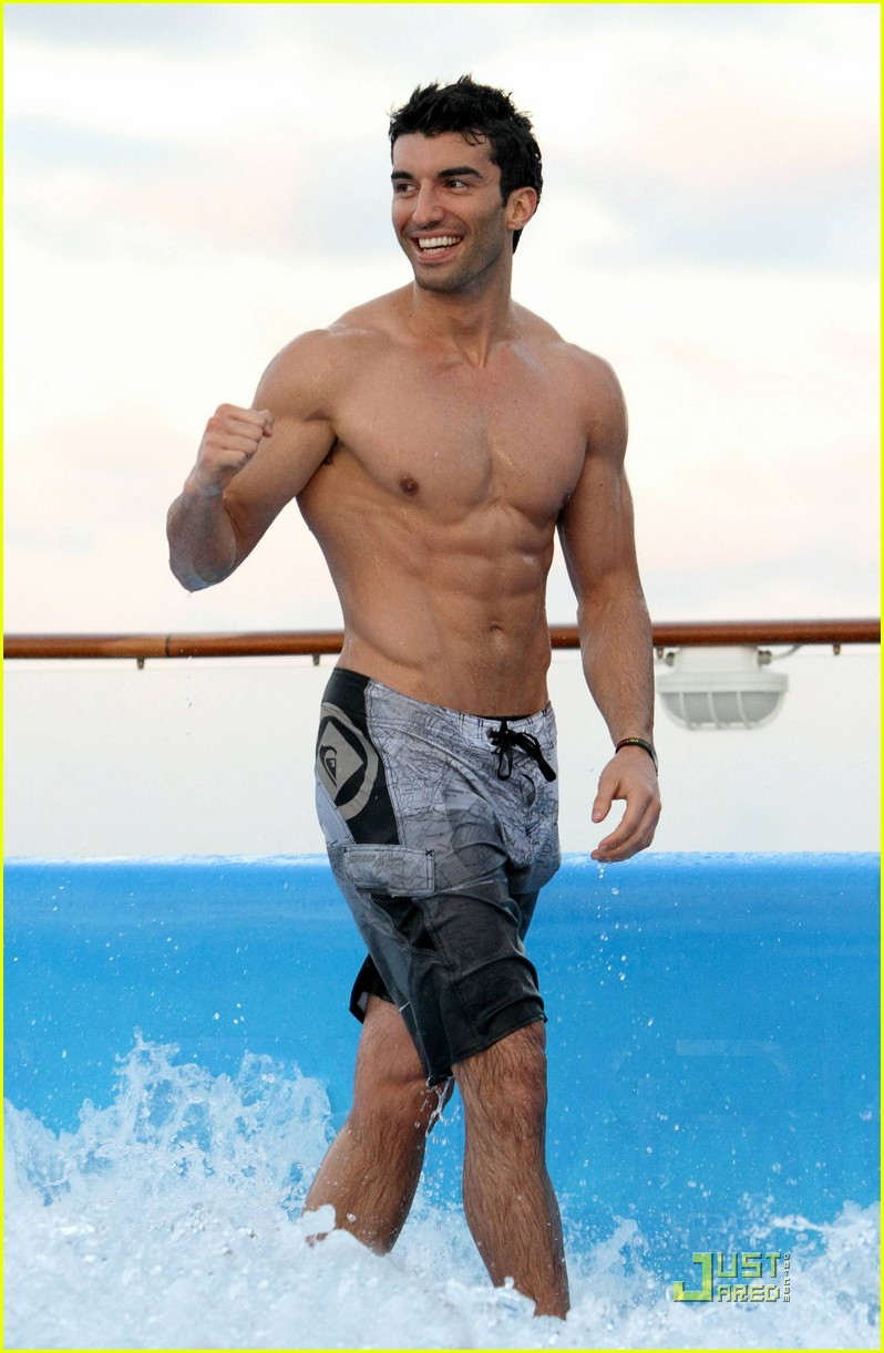Fullsize Of Justin Baldoni Body