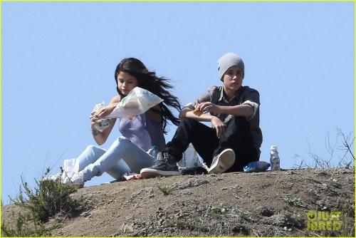 Selena Gomez: Subway Sandwiches with Justin Bieber!