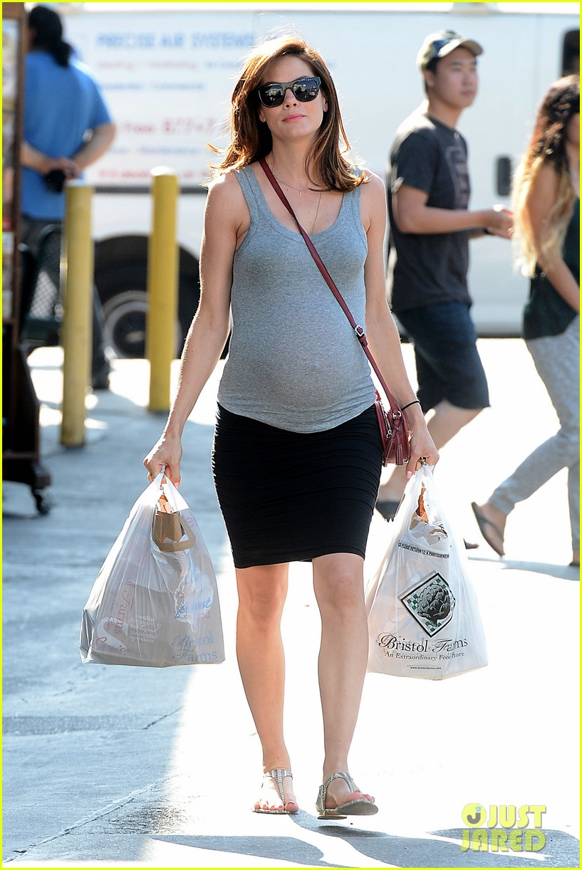 Girl Baby Shower Wallpaper Michelle Monaghan Baby Bumpin At Bristol Farms Photo