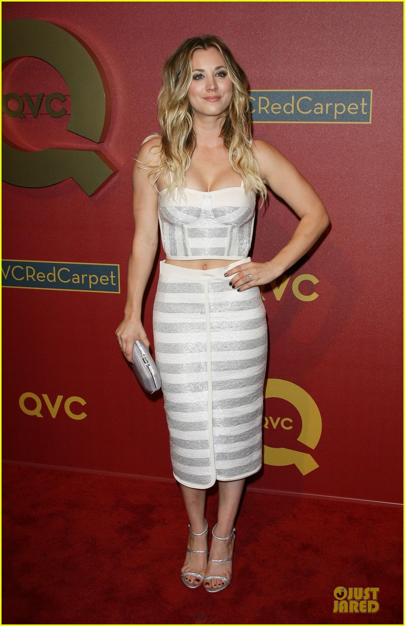 Fall In New York Wallpaper Kaley Cuoco Shows Some Skin At Qvc Red Carpet Event