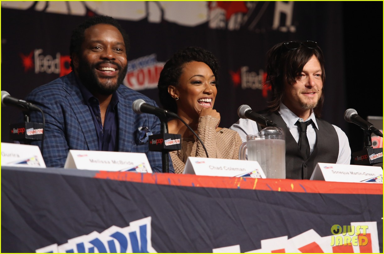 The Walking Dead Teppich Norman Reedus Walking Dead Cast Feel Alive At Comic Con Photo