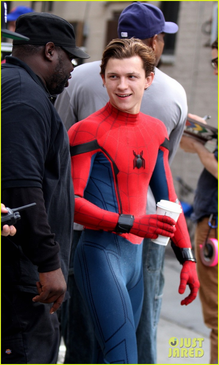 Fall In Nyc Wallpaper Tom Holland Looks Buff While Filming Spider Man In Nyc
