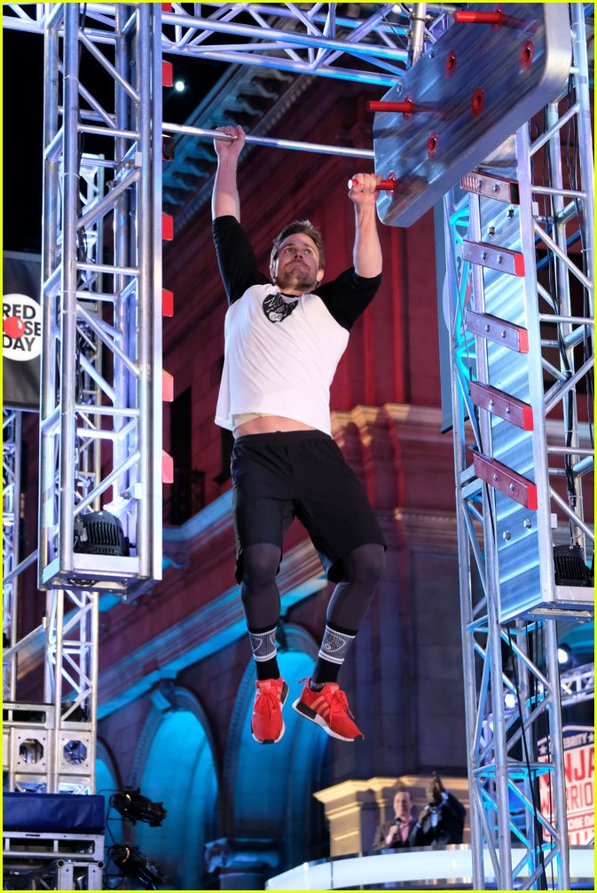Stephen Amell Tackles Salmon Ladder For 39american Ninja