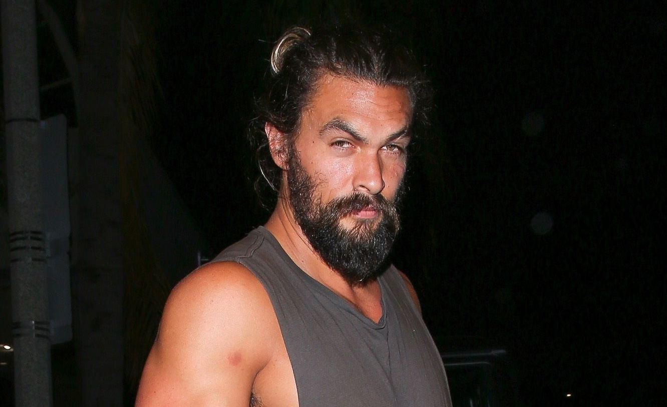 Jason Momoa Jason Momoa Muscles Up At Dinner Bares His Biceps Jason