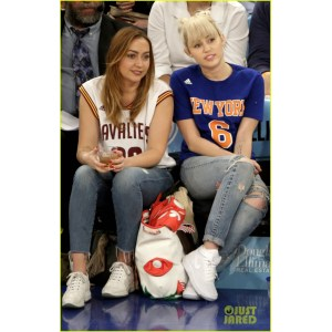 Popular Nyc Miley Cyrus Engagement Ring 2012 Miley Cyrus Engagement Ring 2017 Cost Miley Cyrus Knicks Game Brandi Courtside Miley Cyrus Shows Off New Engagement Ring At Ny Knicks Game