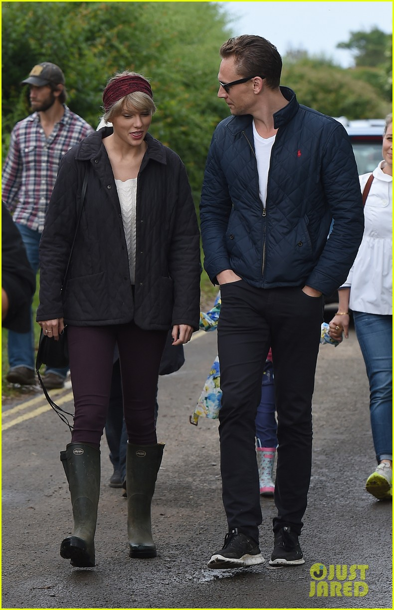 Taylor Swift Whisks Tom Hiddleston On Her Private Jet To Spend 24 Tom Hiddleston Relationship